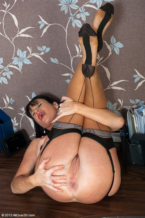 Office Milf Elise Summers Gets Bored And Horny Milf Fox