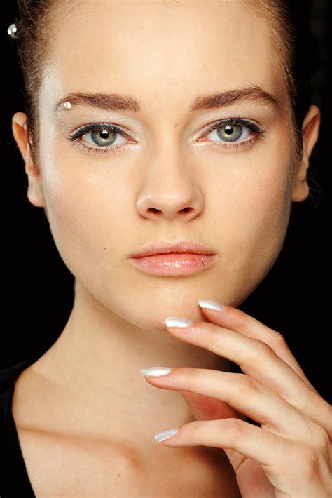 Les secrets d'un maquillage qui tient toute la journée Madame Figaro