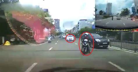 3 si es auto l arri e motociclista es impactado por dos autos en el mismo lugar
