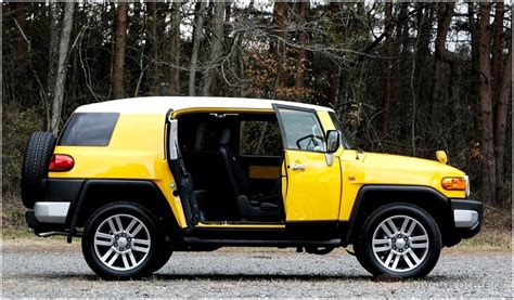 Jeep Vs Fj Cruiser by Toyota Fj Cruiser Vs Jeep Jk Wrangler 4 Wheel Road