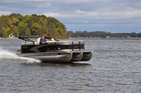 Lund Pontoon Boats by Lund Is Entering The Market In 2017 Pontoon Deck Boat