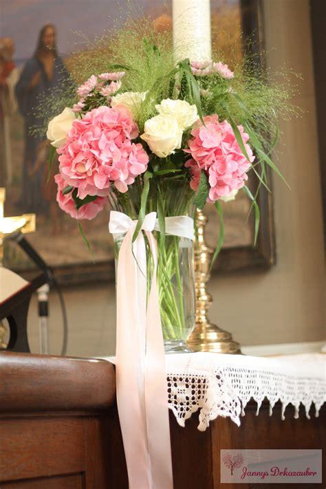 kirchendeko blumen vase altar rosa weiss hochzeitsdeko