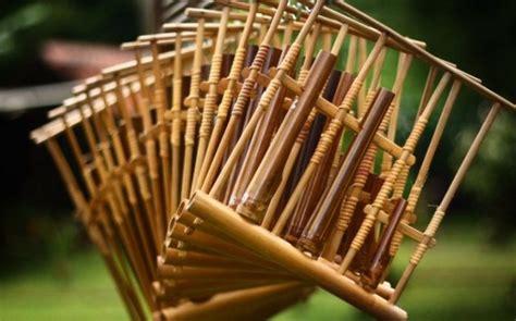 Nah kali ini akan alat musik ini tergolong musik aerofon yang mengeluarkan suara melalui udara dengan tangan. Perbedaan Musik Tradisional Dan Modern, alat musik tradisional indonesia