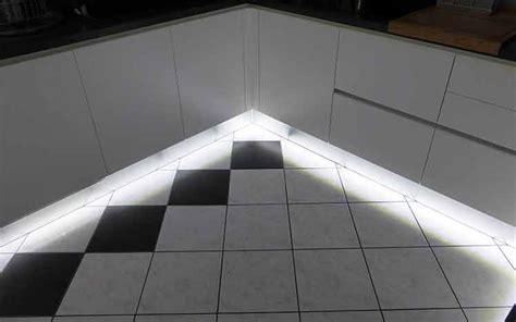 led plinthe cuisine choisir eclairage led cuisine