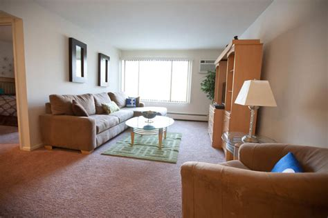 3 bedroom apartments milwaukee wi glenbrook apartments rentals milwaukee wi apartments