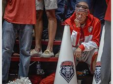 'Snake' gets courtside seat in Pit for Lobos' game