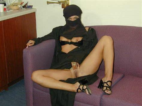 Amateur Arabian Milf Upskirt No Panties Hotpics Cc