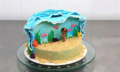 woman cake topper moana disney cake metdaan