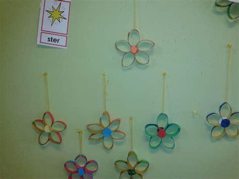 bloemen maken van wc rollen sterren of bloemen van beschilderde wc rollen lintje of