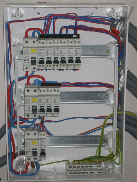 cablage cuisine tableau electrique interrupteur differentiel idée chauffage