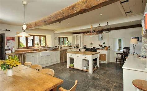 farm kitchen    appealing    aga