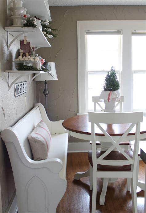Dining Room decor ideas   small dining room with round