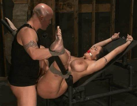 Bathroom Penetration Slave Catching One Submission Carmela Bing