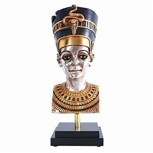Egyptian Queen Nefertiti Statue on Museum Mount - NE437621