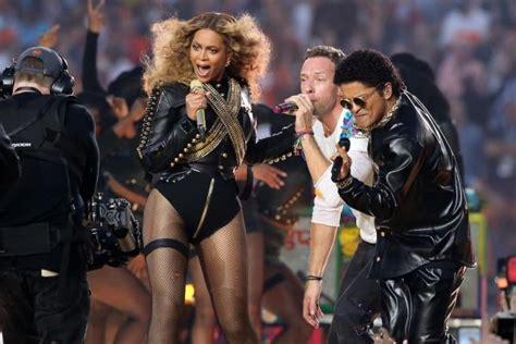 Beyoncé Channels Michael Jackson At Super Bowl 50 ...