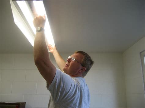 fluorescent lighting how to change a fluorescent light