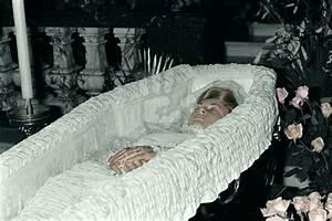 Grace Kelly Beerdigung : image result for princess diana open casket oooofff notre rein des coeurs dans son cercueil ~ Eleganceandgraceweddings.com Haus und Dekorationen