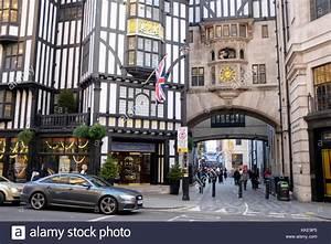 Liberty Kaufhaus London : liberty london store stockfotos liberty london store bilder alamy ~ Markanthonyermac.com Haus und Dekorationen