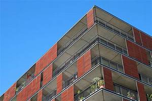 sichtschutz am balkon aus holz oder anderen materialien With markise balkon mit spezielle tapeten gegen schimmel