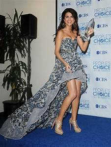 Selena Gomez at Peoples Choice Awards 2011 Pictures and ...