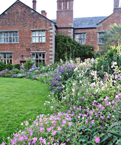 25 Inspirations Of English Cottage Garden Flowers