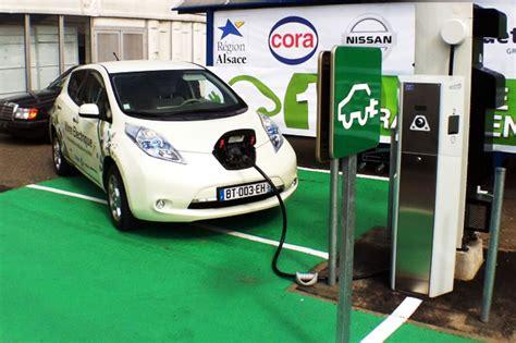 cable recharge voiture electrique trouver les bornes de recharge publiques pour les voitures 233 lectriques automobile propre