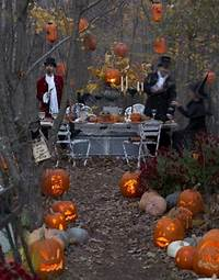 cool halloween decorations 43 Cool Halloween Table Décor Ideas - DigsDigs
