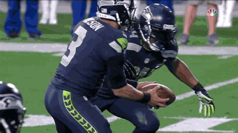 marshawn lynch scores seahawks  touchdown  super