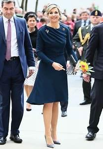 Kleid Stiefeletten Kombinieren : dunkelblaues kleid hochzeit ~ Frokenaadalensverden.com Haus und Dekorationen