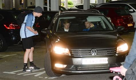 Kevin De Bruyne refuses to sign autographs for eager fans ...