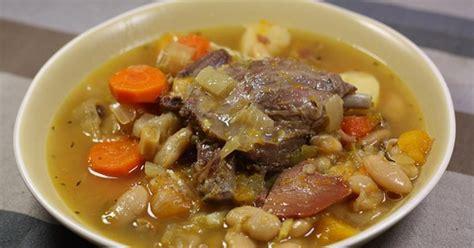 recette cuisine basque recette de la garbure béarnaise ma p 39 tite cuisine