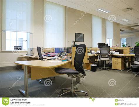 travail de bureau lieu de travail de bureau photos libres de droits image