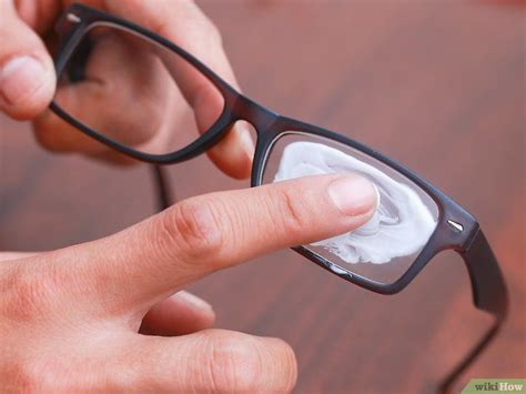 plastik kratzer entfernen kratzer plastik brillengl 228 sern entfernen wikihow sauber brille brille