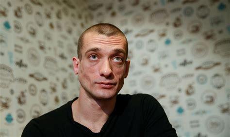 Krievu māksliniekam Francijā par iespaidīgu performanci ...