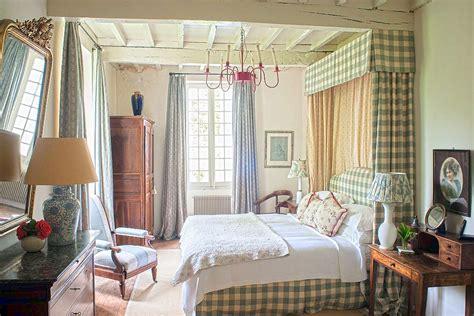bedroom decor items