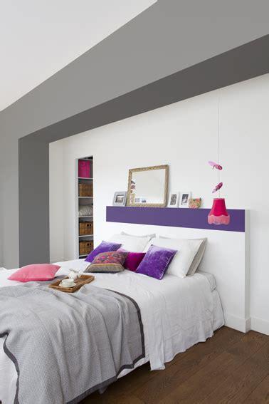 cuisine blanche mur gris peindre une tête de lit en violet dans une chambre blanche