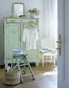 Salon Vert D Eau : armoire ancienne couleur vert d 39 eau dans chambre bleu ciel ~ Zukunftsfamilie.com Idées de Décoration