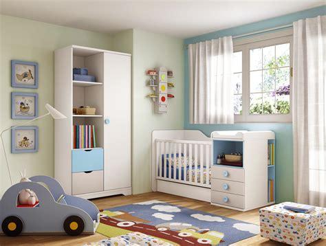 photo chambre bébé garçon chambre bébé garçon lit évolutif bleu glicerio so