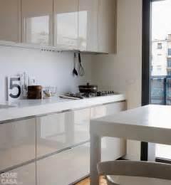 Piastrelle cucina bianche lucide : Una casa alla ricerca della luce cose di