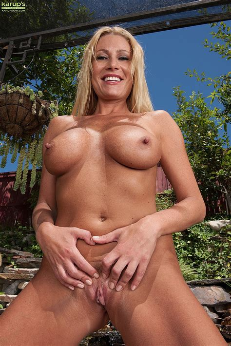 blonde milf jennifer best flick her minge busty vixen