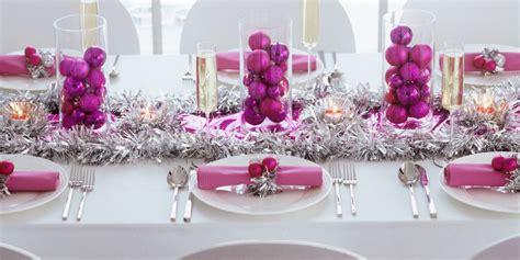 tavola x natale idee per apparecchiare la tavola di natale decorazioni