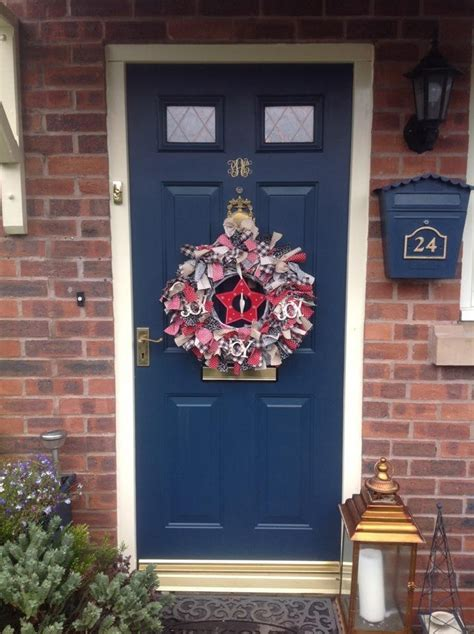 christmas decorating  beautiful festive wreaths