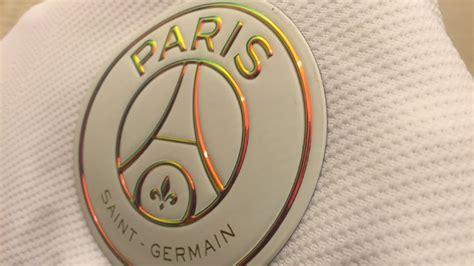 Club : Le nouveau maillot blanc du PSG sous toutes les ...