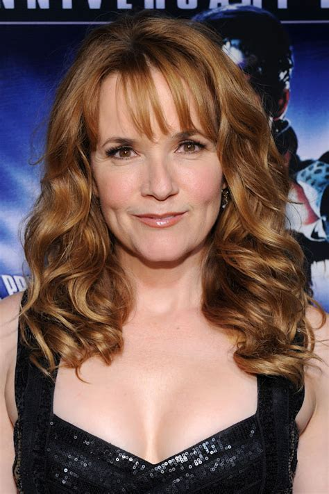 cleveland lea thompson helps howard  duck fight