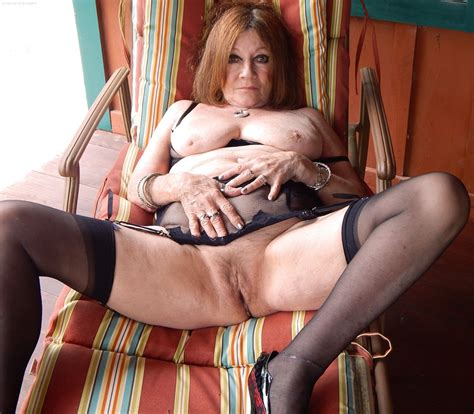 Mature Amateurs In Stockings Granny Nylon