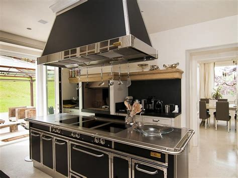 A Beautiful Italian Countryside Home Is On Sale For .8 Terracotta Floor Tiles Kitchen Floors Tile Ideas For Walls Painted Islands Daewoo Appliances Hanging Lighting Granite Integrated Sale