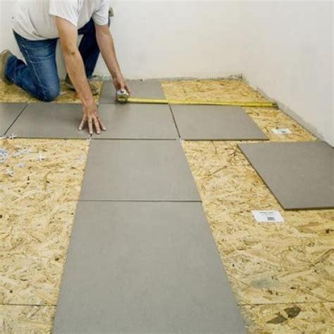 pose de carrelage sol pose de carrelage au sol sur un plancher de panneaux de particules
