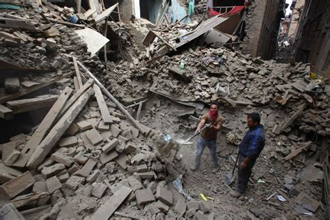 PHOTOS: Quake in Nepal leaves more than 4,000 dead ...