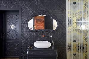 meubles baroques integres dans une deco moderne With meuble salon contemporain design 9 miroir de decoration en bois massif soleil rond bois