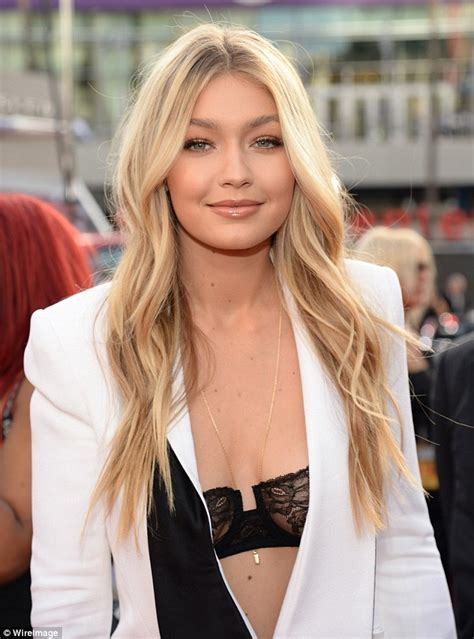 Celebrity Hairstyles: Gigi Hadid Middle Parted Blonde